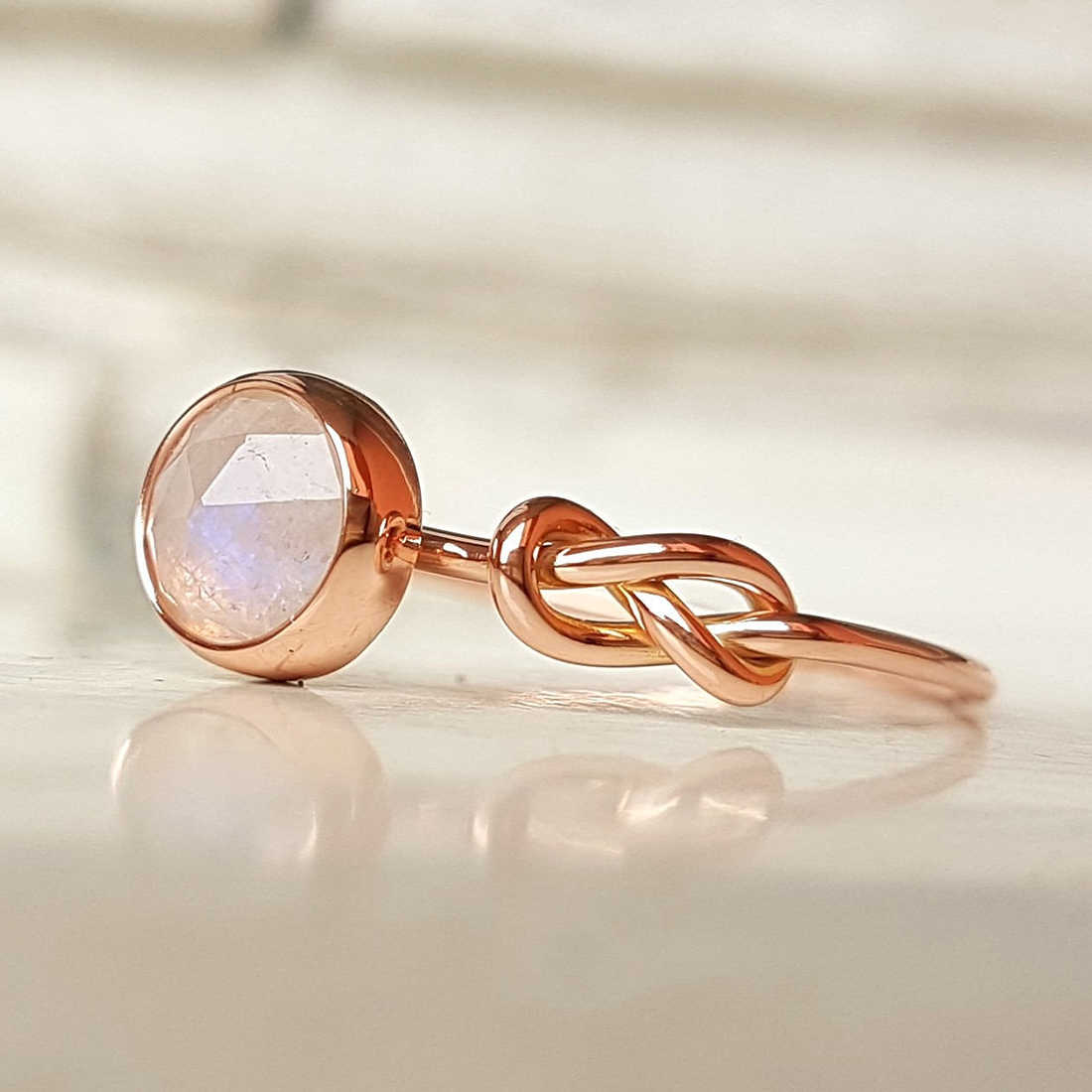 Jiayiqi แฟชั่นออกแบบใหม่โอปอล Rose Gold สี Zircon แหวนผู้หญิงเครื่องประดับของขวัญหมั้นแหวน