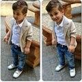 2015 Niño Niños Ropa Set Niños Ocasional Niño Caballero Traje de Chaqueta + camiseta + Pantalones de Jean de Mezclilla 3 unids Ropa Conjuntos CL0702