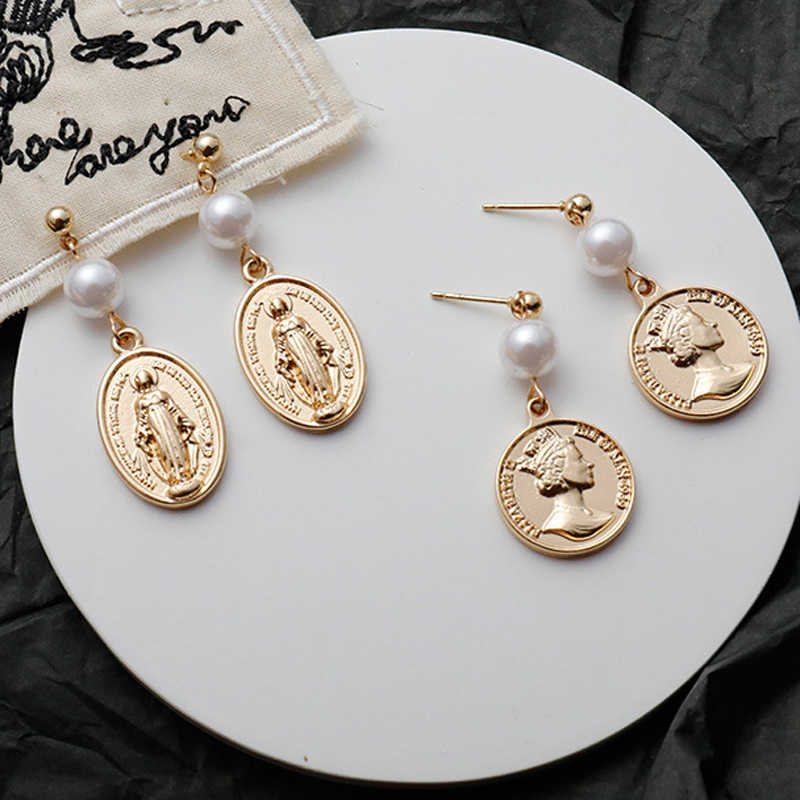 INS Brief Vintage Elegant Gold Tone Queen Head Portrait Coin Faux Pearl Dangle Earrings For Women 2018 Western Disc Earrings