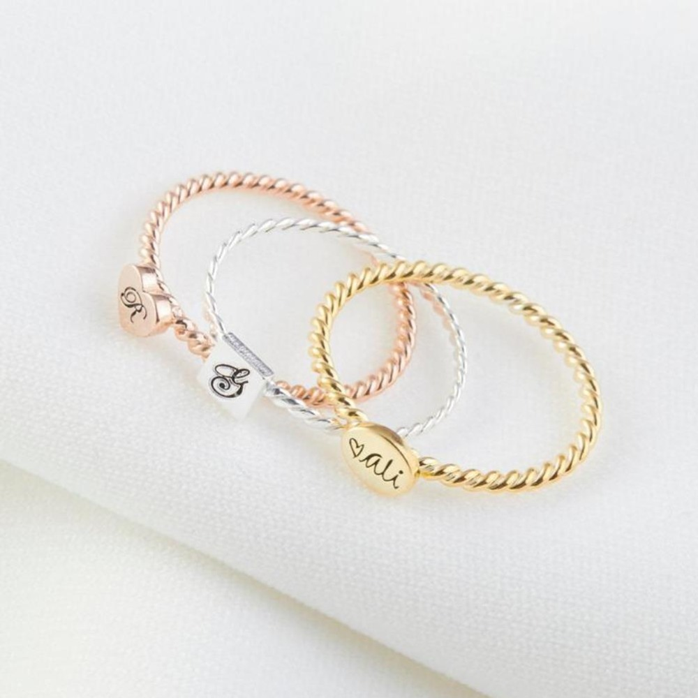 Bague familiale délicate minimaliste initiale personnalisée anneau empilable femmes nom personnalisé anneau gravé bague hommes promesse argent cadeau