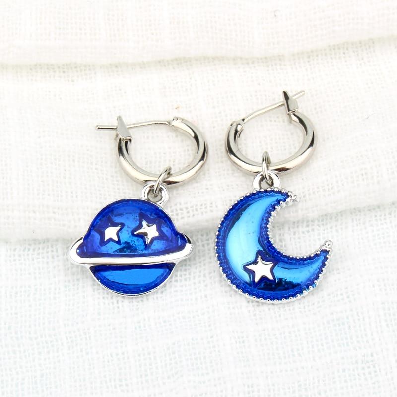 1 Paar Asymmetrische Blue Planet Hoop Ohrring Glitter Emaille Ohrring Mond Sterne Anhänger Ohrringe Für Frauen Mode Schmuck E109