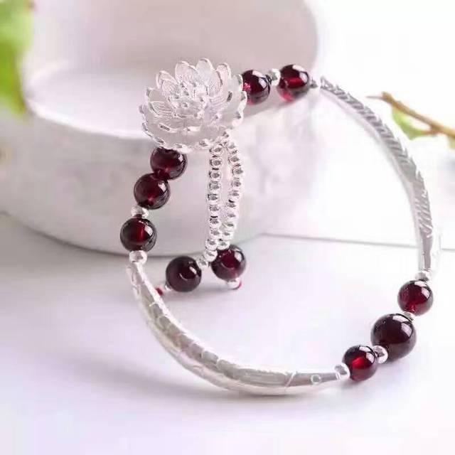 Mujeres Classic Fine Jewelry Elegante Granate Natural Stones Borlas Pulseras S925 Loto Plata Granate Pulseras de Cadena