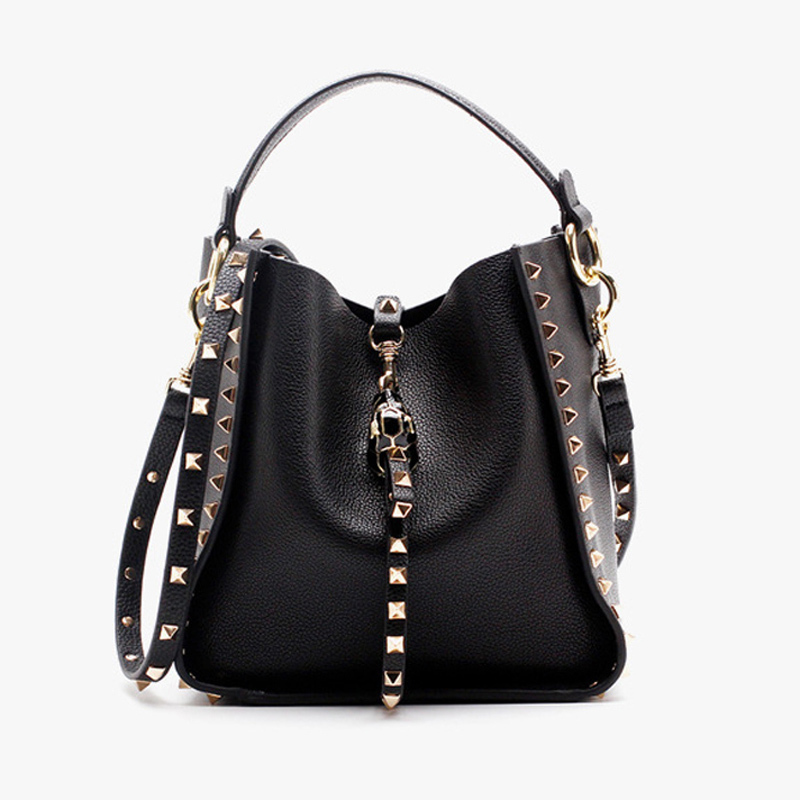 купить Brand design Rivet Bag Ladies Genuine leather Handbag Women Messenger Crossbody Small Bags Fashion Lock Female Evening Clutches по цене 4171.65 рублей