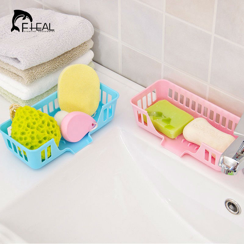 мыла раковину на кухне