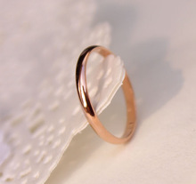 Lose Money Promotion Wholesale Titanium Steel Rose Gold Color Anti-allergy Smooth Couple Wedding Ring Woman Man Fashion Jewelry