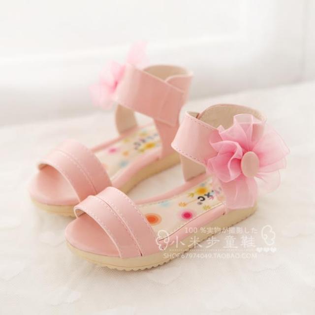 2016 Crianças Meninas Sapatos de Bebê Crianças Flores de Couro Japanned Princesa Sapatos Romanos Sandálias Para O Verão F158
