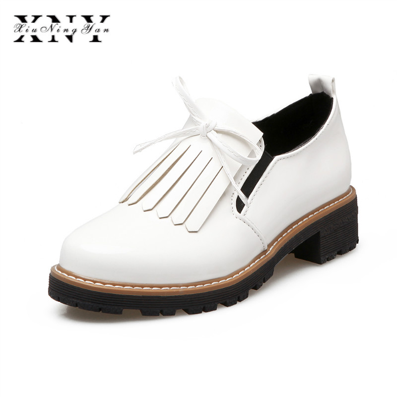XIUNINGYAN New Spring Fringe Derby Shoes Women Platform Patent Flats Shoes Slip on Loafers Women Brogue Shoes Female Plus Size xiuningyan fringe oxfords british style carved flats brogue shoes woman patent leather pointed toe platform pu shoes for women