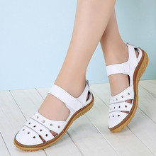 صنادل نسائية مجوفة على الموضة أحذية نسائية صيفية للشاطئ أحذية نسائية من الجلد الأصلي بدون كعب للسيدات أحذية بدون كعب