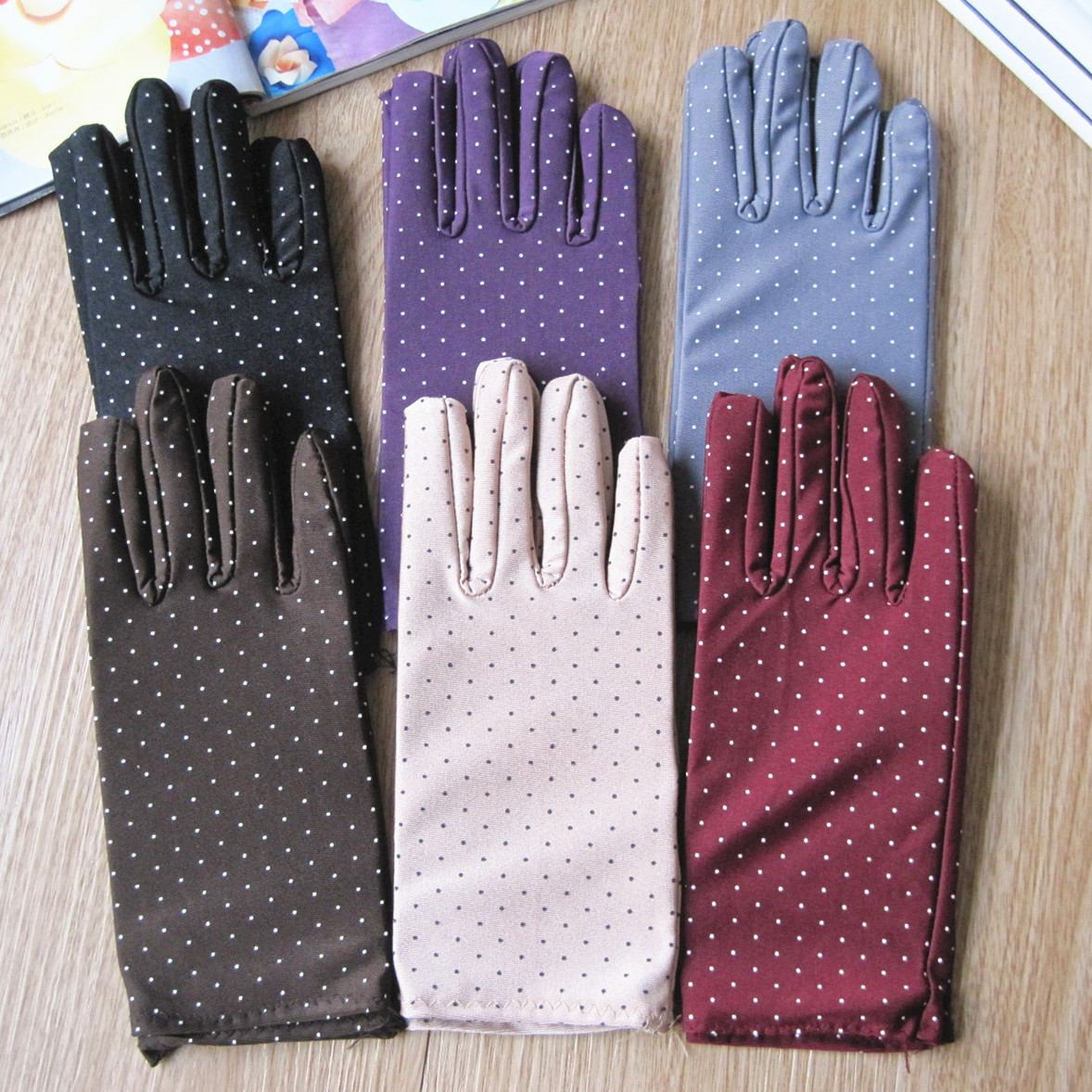 Spring And Summer Women's Fashion Thin Sunscreen Gloves Tight Elastic Women's Dot Gloves Lady's Summer Driving Gloves R1822