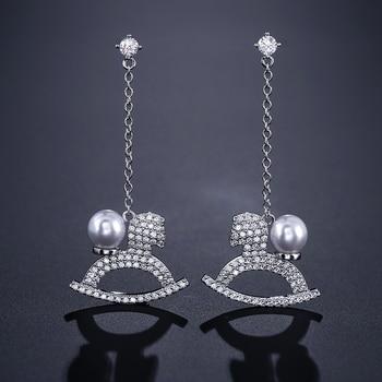 UILZ Neue SILVER Gold Farbe Feder Quaste Drop Ohrringe Mode Perle Ohrringe Frauen Koreanischen Stil Beliebte UE2199