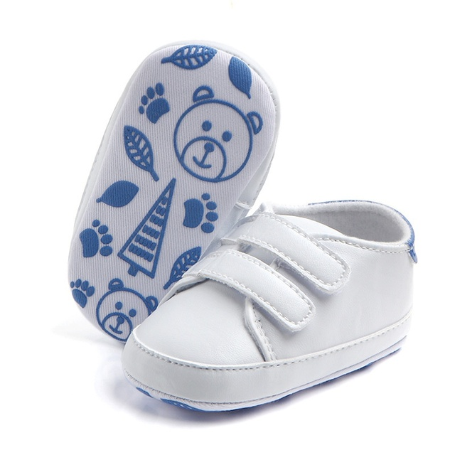 2017 Kids New Soft Soled Sports Sneakers PU Leather Pure White Baby Shoes  Classic Casual Newborn Boys Girls First Walkers 5d1853e9bf95