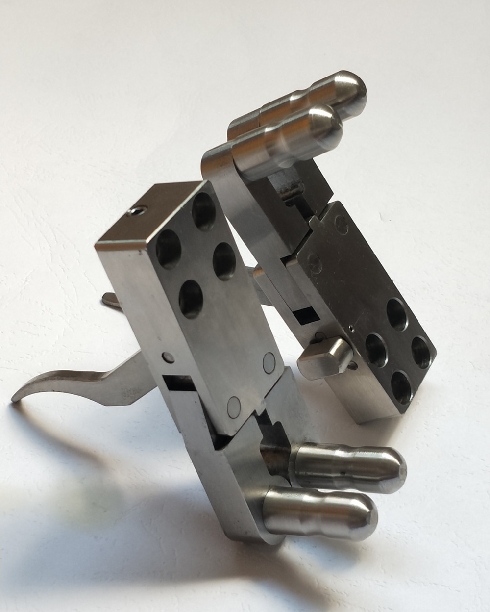 Top heavy slingshot release device Carbon steel stainless steel quenching treatment Super hardness Precision combination