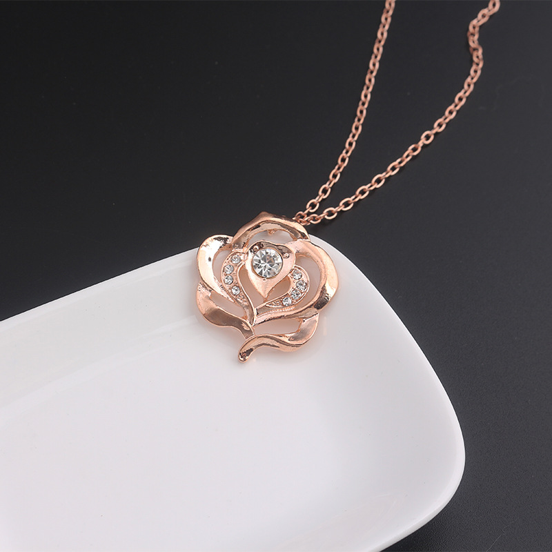 Rosalind Diamant Pendant Goden Rose Necklace Beauty And The Beast Belle Cosplay Accessories Halloween Christmas Birthday Gift