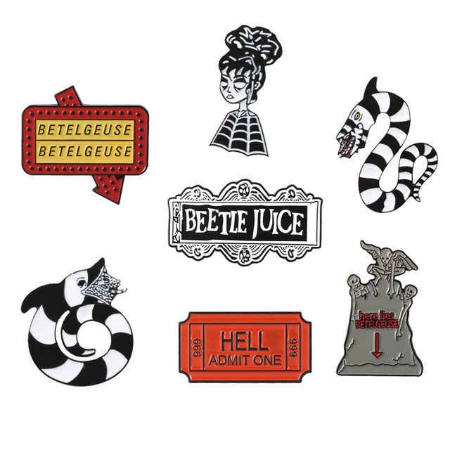 Beetlejuice Pin dan Bros Koleksi Merah Tiket Cacing Pasir Lydia Deetz Enamel Pin Gothic Kerah Pin Film Fantasi Bros Lencana