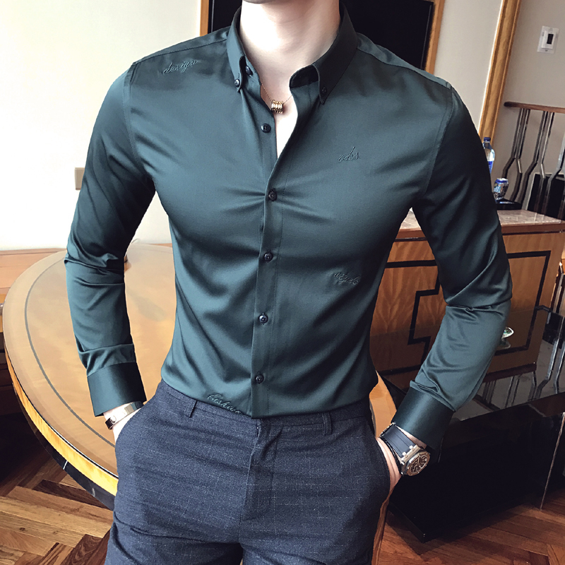 2018 The latest version of British business tight fitting fashion classic male embroidery Slim solid color long sleeved shirt