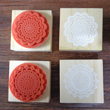 1pc 4.5x4.5cm Lovely Wooden Lace Stamp Round Doily Stamp, 2 Designs Stamp For Scrapbooking DIY Decoration