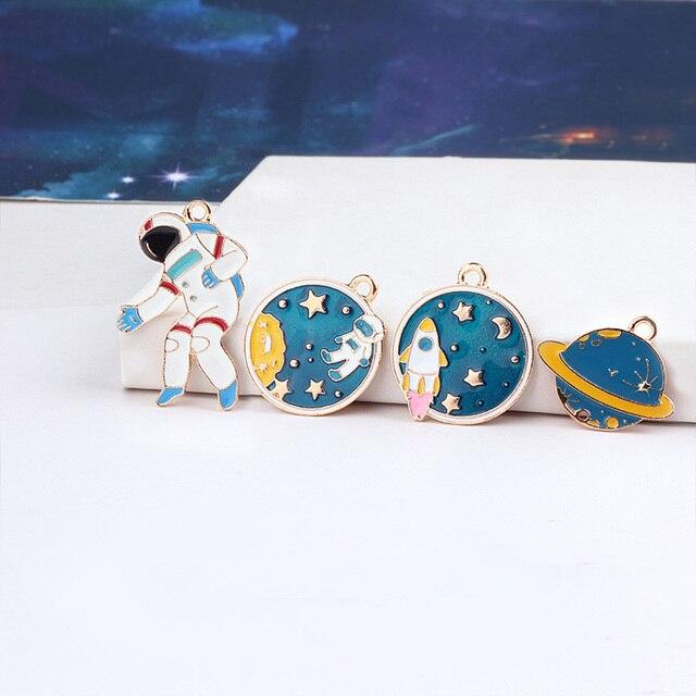5pcs Lovely Spaceman Enamel Jewelry Charms DIY Eardrop Findings Women Planet Necklace Pendant Charm Accessories C53