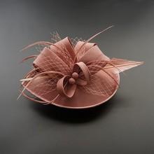Kadın şık Fascinator şapka kokteyl düğün parti kilise başlığı moda şapkalar tüy saç aksesuarları Sinamay Fascinators