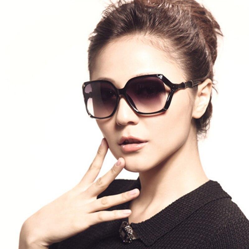 бархатные изделия женщины в конуса очки