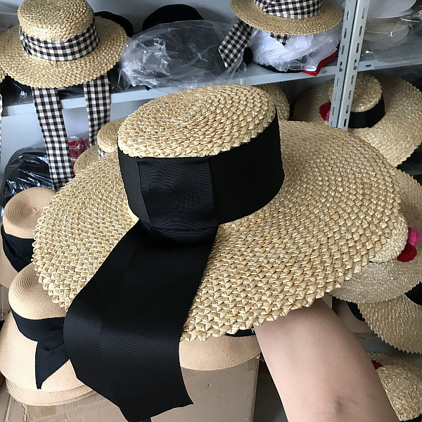 Smart Axi-pineapple Decorative Pattern Hand-woven Fashion Show Style Flat Women Fedoras Cap Leisure Straw Paper Hat Durable Modeling