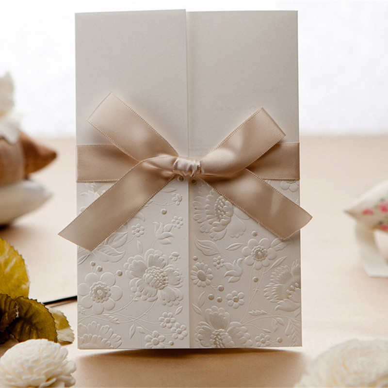 30pcs Laser Cut Wedding / Event Invitations Card Delicated Hollow Embossed Tri-fold With Elegant Ribbon Bow Customized Printing
