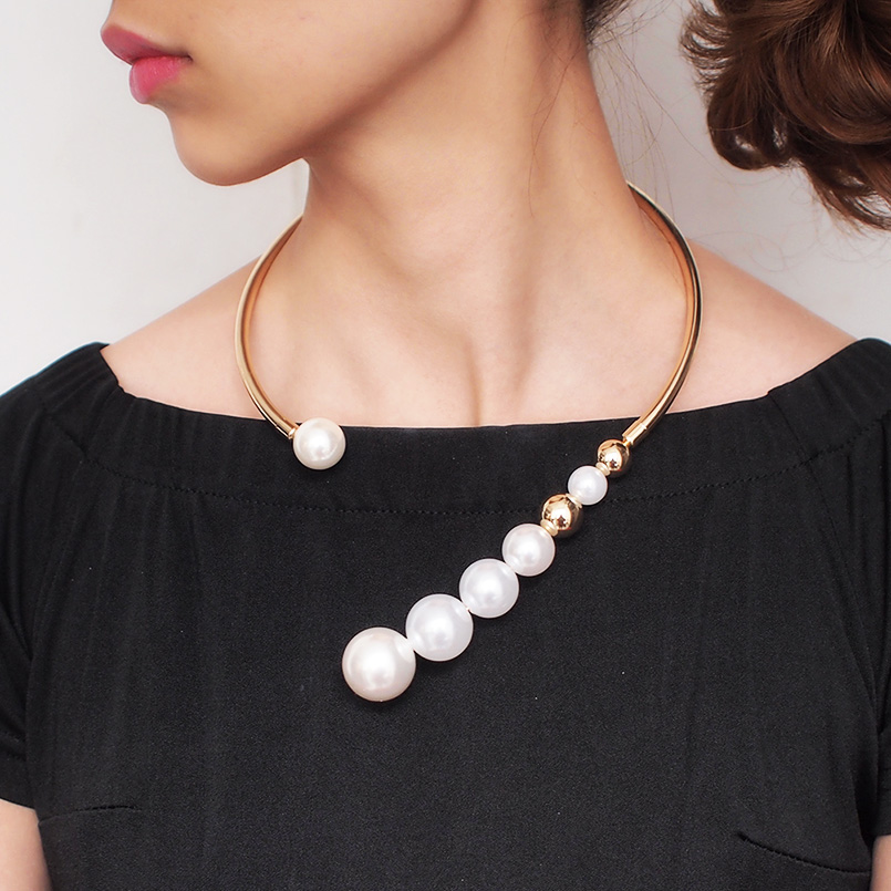 Metal Torques Pearl Necklace