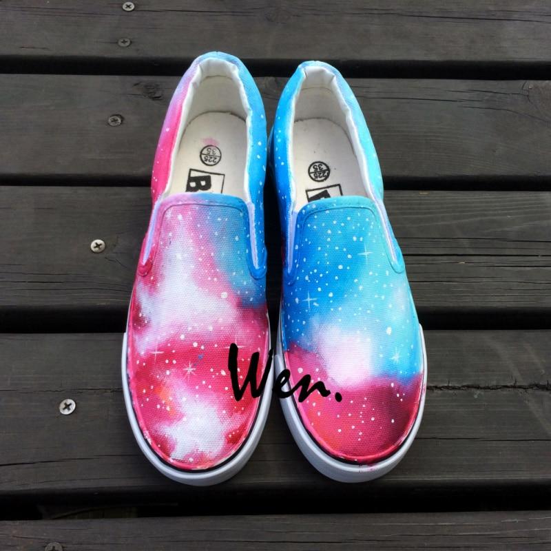 Prix pour Wen Original Peint À La Main Glissement Sur des Chaussures Custom Design Bleu Rose Galaxy Étoiles Toile Sneakers Hommes Femmes de Cadeaux De Noël