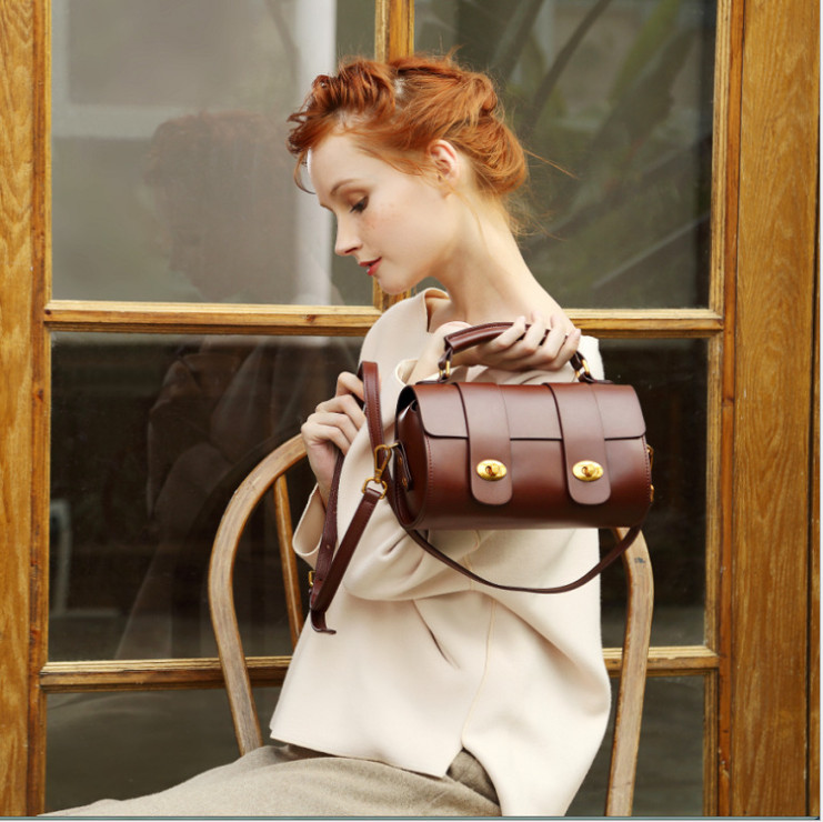 4  Leather handbags European and American style fashion exquisite leather Messenger bag wild shoulder portable pillow bag4  Leather handbags European and American style fashion exquisite leather Messenger bag wild shoulder portable pillow bag