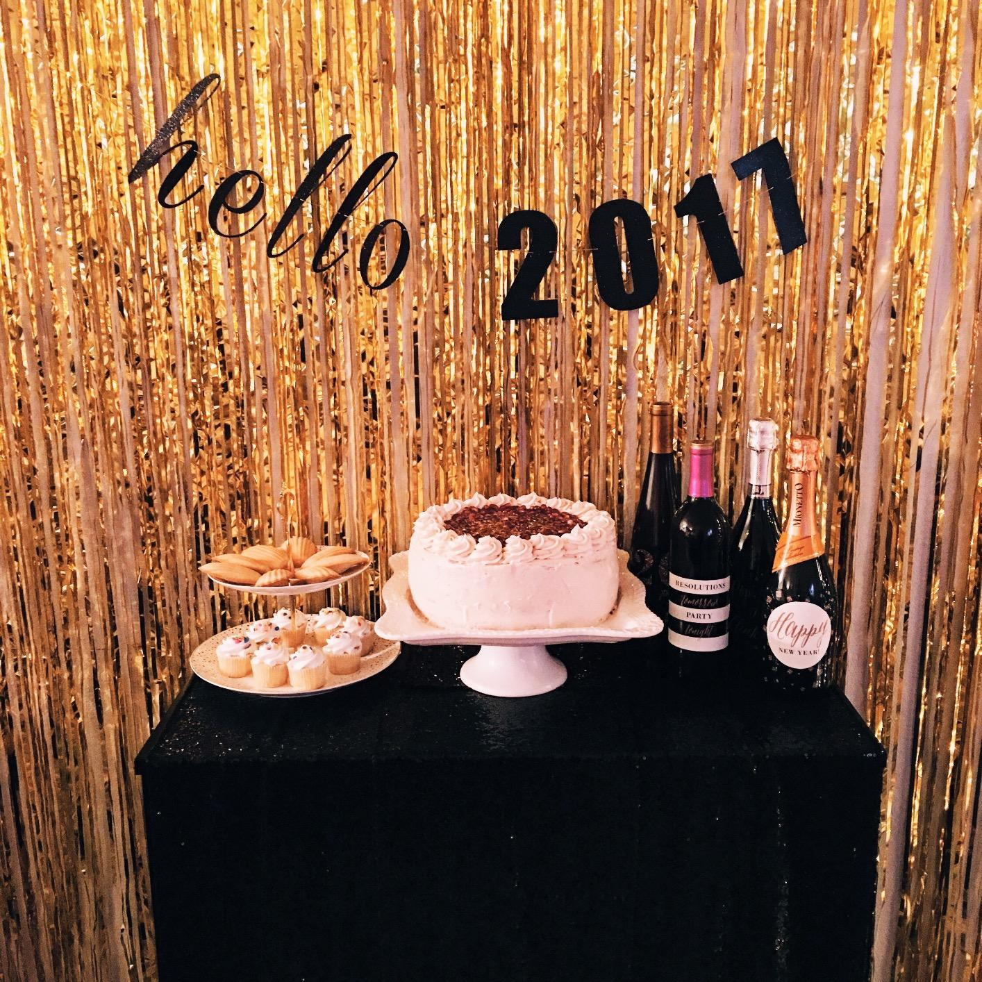 Image 5 - 1M 2M Rose Gold Metallic Foil Tinsel Fringe Curtain Door Rain Wedding Decoration Birthday Party Backdrop Background Photo Props-in Party Backdrops from Home & Garden