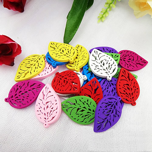 100pcs/lot Fashion Mixed color Lead-free Hollow Leaf Wooden Necklace Pendant Charm Beads Gift 29x20mm (K04571)