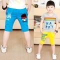Мальчики летние брюки 2017 ребенок капри письмо печати ребенок мальчиков брюки летние капри детские случайные колен брюки детей
