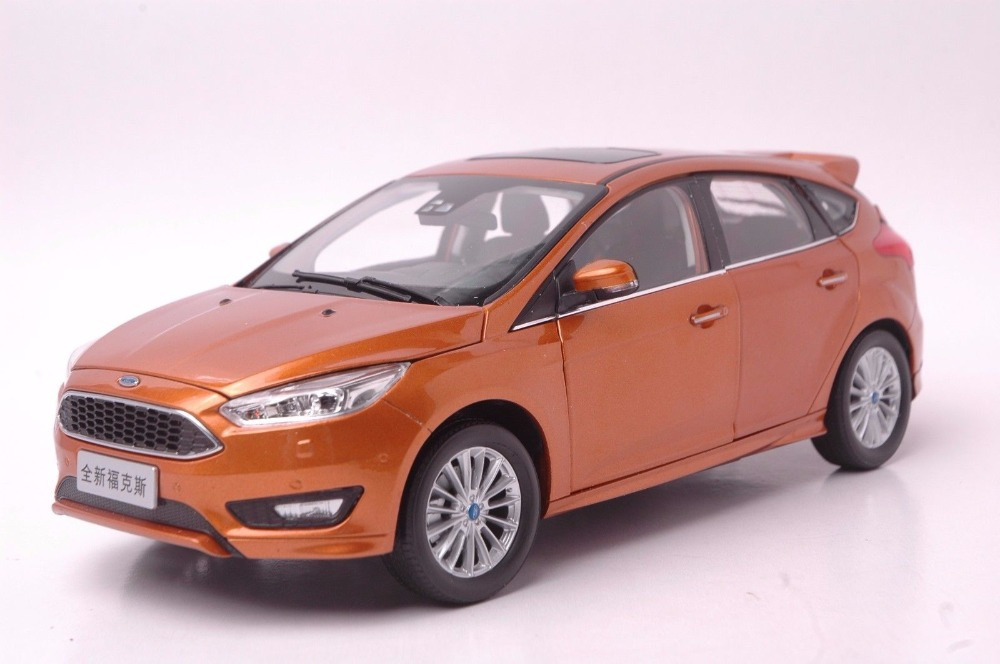 1:18 Diecast Model for Ford Focus 2015 Gold Hatchback Alloy Toy Car Miniature Collection Gifts Freestyle 1 18 diecast model for ford focus 2015 gold hatchback alloy toy car miniature collection gifts