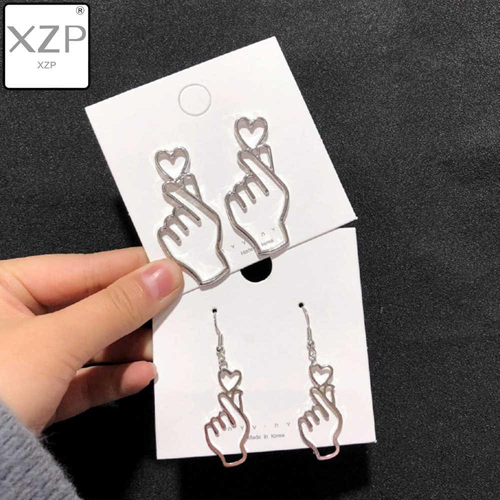XZP Eenvoudige Koreaanse Vrouwen Unieke Persoonlijkheid Metalen Hollow Out Hand Hart Gebaar Drop Oorbellen Eenvoudige Metalen Oor Sieraden