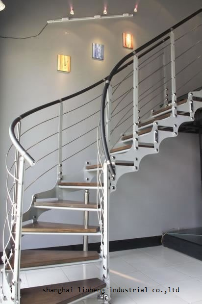 Cheap Price Arc Curved Stairs With Metal Railing And Thick Wood Stair Tread