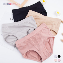 Coloriented 2018New Fashionable Warm palace 3D Ladies Underwear With No Trace Middle-waisted All Cotton Pure Colored Briefs 8812