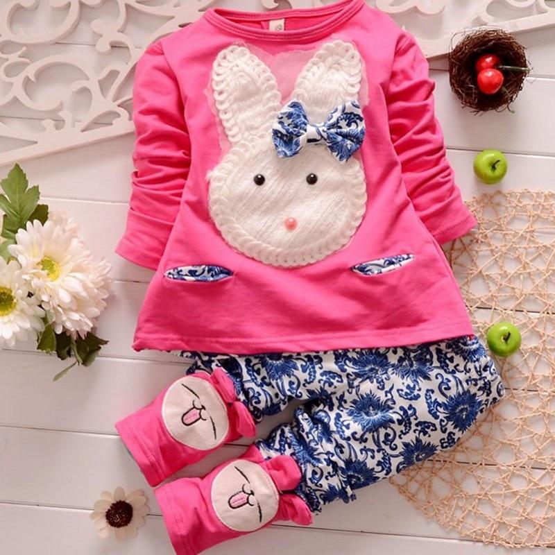 25572cf559361 Bebé niña ropa bebés fijados ropa nueva moda Popular sistemas de los niños  Vestidos Infantis deportes de otoño con capucha chaquetas pantalones en  Sistemas ...