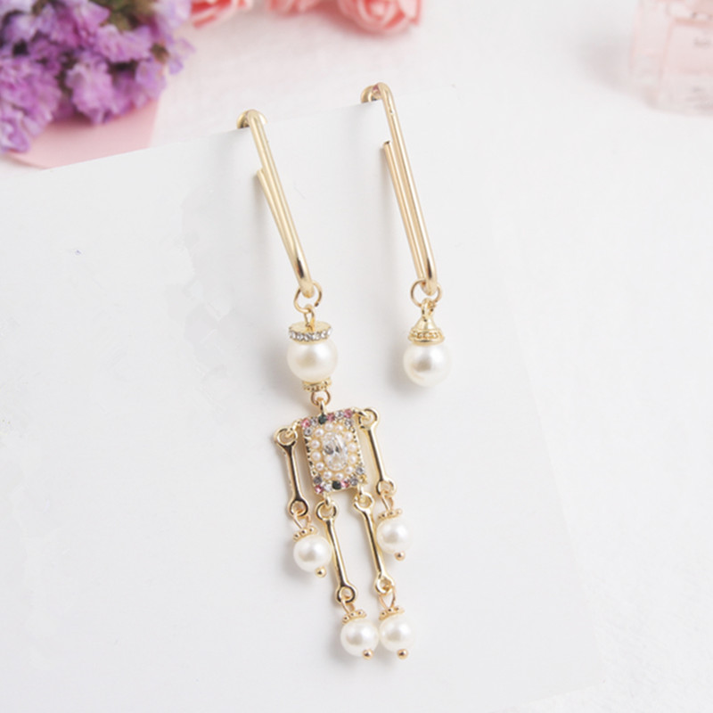 Cute Asymmetric Human Shape Safety Pin Long Earring Fashion Pearl Pendant Drop Dangle Earrings for Women Jewelry Gifts EC463