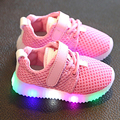Nuevo 2017 de primavera niños shoes con led light up kids transpirable zapatillas de deporte del bebé niños toddler girls shoes 9 m 12 m 2 3 4 años