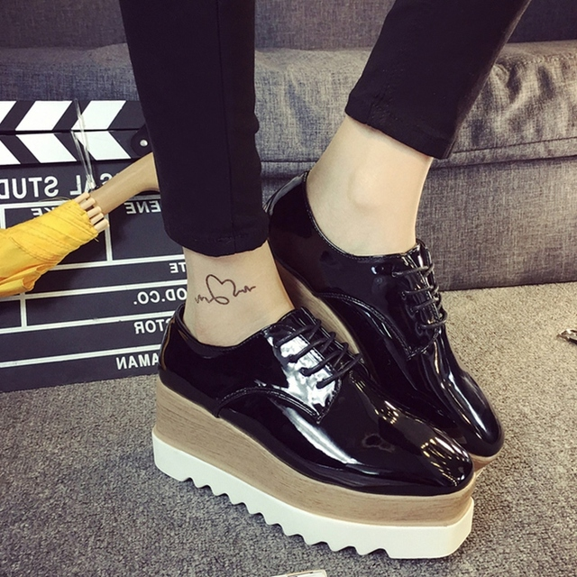 2ecd8091 € 15.1 20% de DESCUENTO|Zapatos de plataforma de cuero japanned para mujer  zapatos de brogue de encaje para mujer marca de diseñador creepers ...