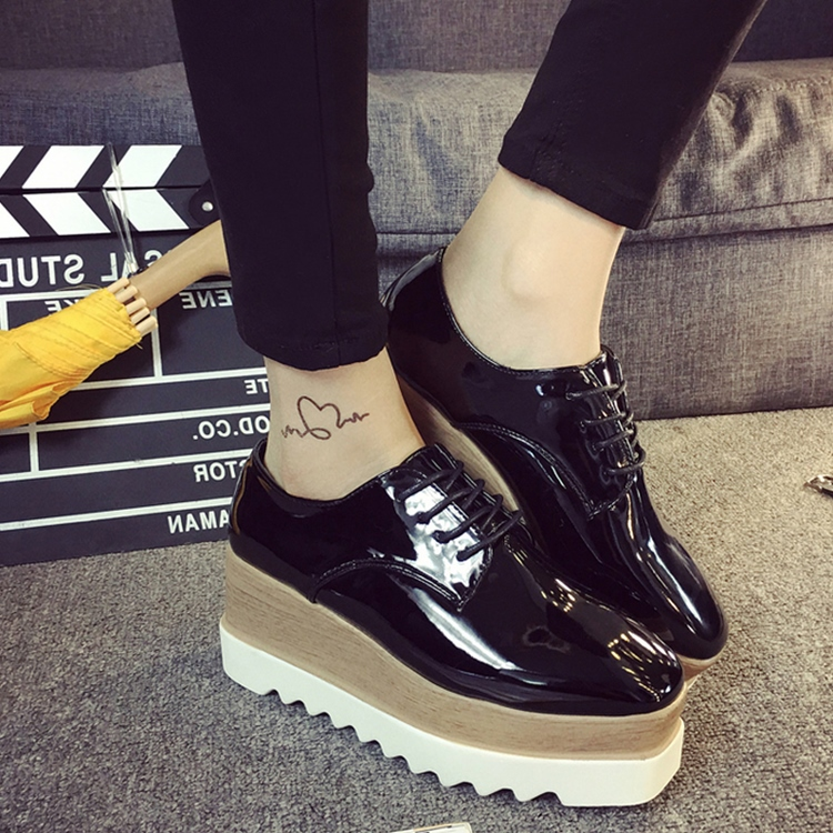 Black Lace Flat Shoes japanned leather women...