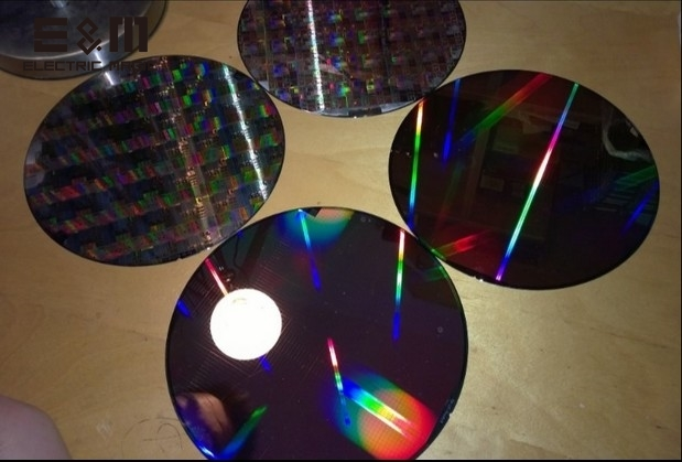 4 Inch Single Crystal Silicon Wafer/Double Side Polished Silicon Wafer with Storage Box