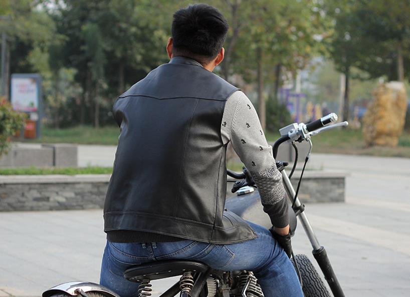 Erkek Kıyafeti'ten Jileler ve Yelekler'de Erkek Motosiklet Hakiki Deri Yelek Inek Deri Biker Binici Kulübü Tek Göğüslü Yelek Kolsuz Ceket Siyah El Yapımı'da  Grup 2