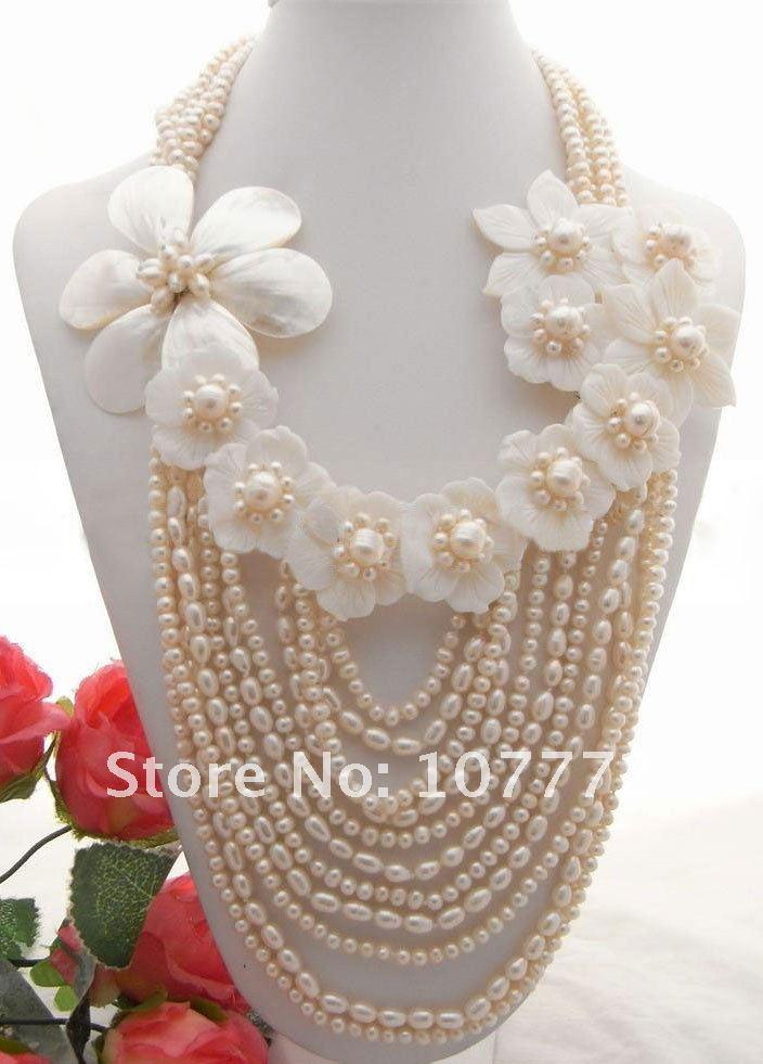 Magnifique! Collier de perles et de coquillages blancsMagnifique! Collier de perles et de coquillages blancs