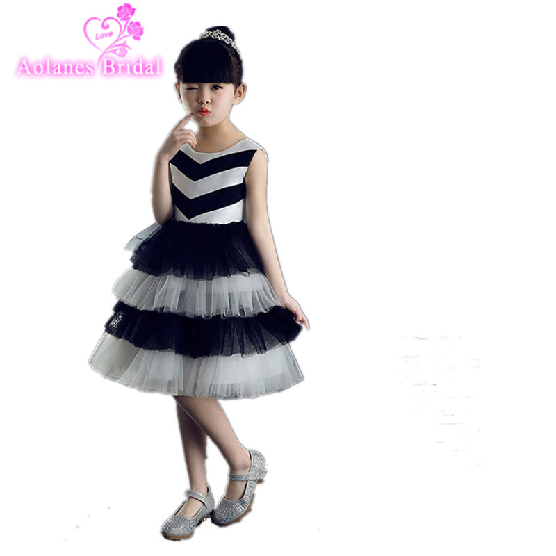 2017 White Black Tulle Flower Girl Dresses Zipper Back Applique Ball Gown First Communion Dress for Girls Customized Knee Length