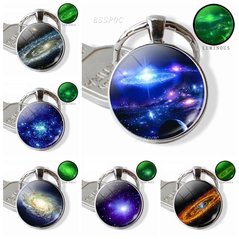 Glow In The Dark Galaxy Keychain Beautiful Planet, Nebula Picture Glass Cabochon Metal Keyring Car Keychain Fashion Jewelry Gift