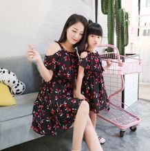 Одинаковые наряды для семьи модная одежда мамы и дочки платья