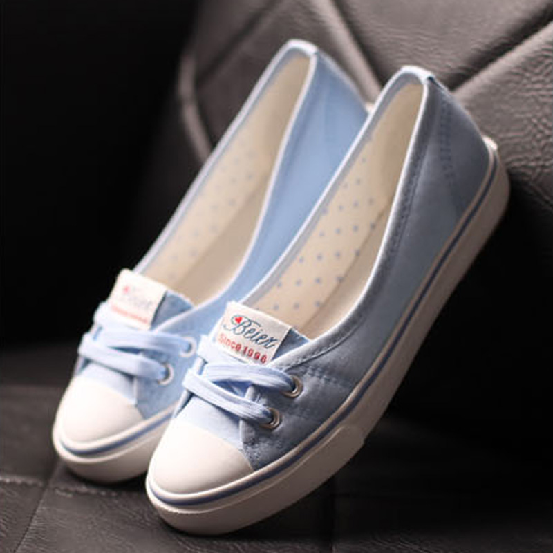 New 2017 Spring And Summer Women Flats Canvas Shoes Female Casual Shoes Brand Slip On Breathable Blue White Hot Sale blue and white canvas anti static shoes esd clean shoes pharmaceutical shoes work shoes add cotton