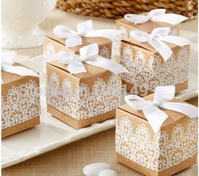 100PCS Brown kraft paper white lace print bow square candy box European sugar size 5 * 5cm