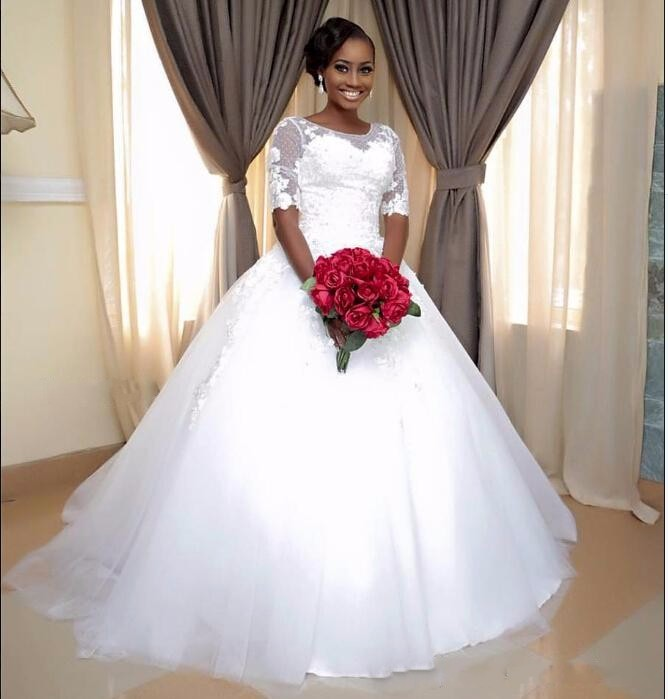 African 2020 Newest Vintage Ball Gown Lace Half Sleeve Wedding Dresses lace-up Scoop Appliques Bridal Dress Wedding Gowns