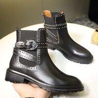 Черные женские ботинки круглый носок полусапожки металлической пряжкой Дизайн ботильоны Стильные Заклепки Украшенные кожаные туфли Для ж